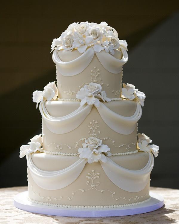 gateau mariage blanc et or